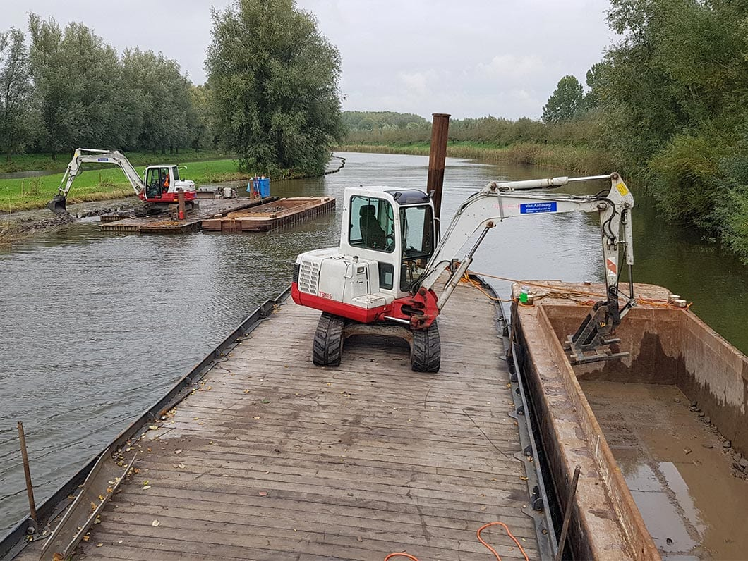 WRSL on the Linge - Installation of stone dams in the embankment.