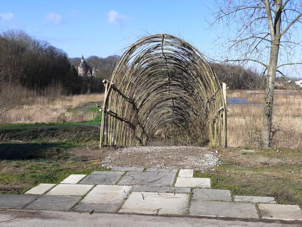 Woven willow tunnel - A living tunnel with a unique look!
