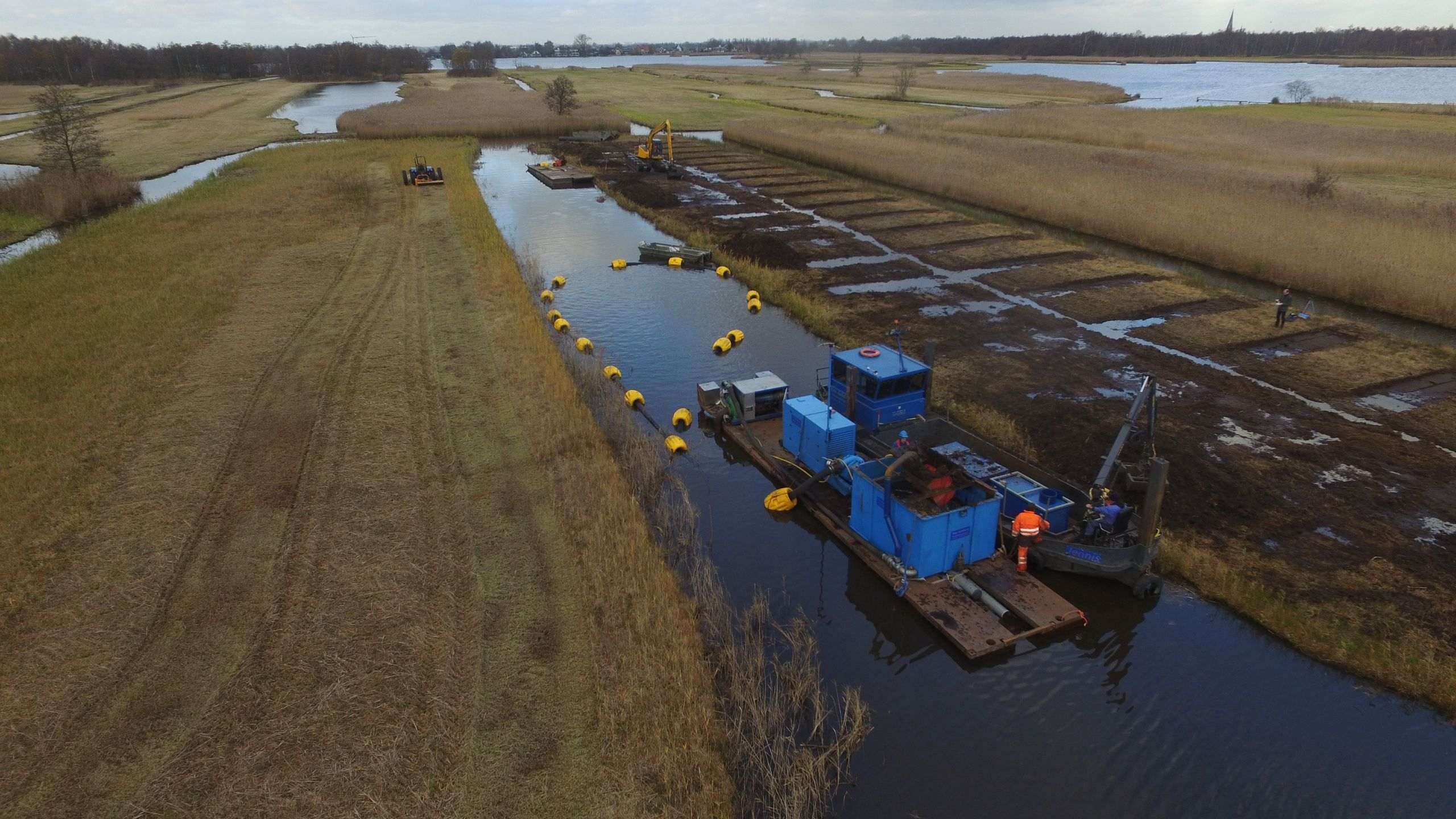 Nieuwkoopse plassen - We cut more than 1 hectare of vibrating peat!